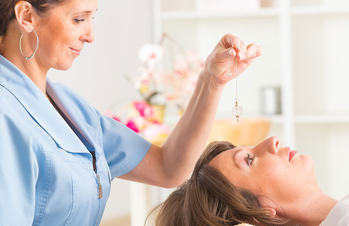 alternative medicine hypnosis The field of alternative therapies is diverse: it encompasses practices spanning diet and exercise changes, hypnosis, chiropractic adjustment, and acupuncture the benefits (or lack thereof) of alternative therapies are hotly contested.